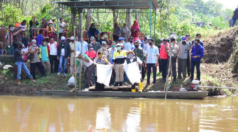Bupati dan Kapolres Musi Rawas Tebar Benih Ikan di Sungai Dulu