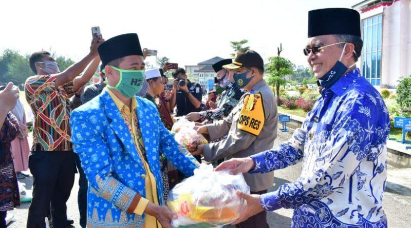 Masyarakat Pra Sejahtera Kecamatan Tugumulyo Terima Bantuan Beras dari Baznas Musi Rawas